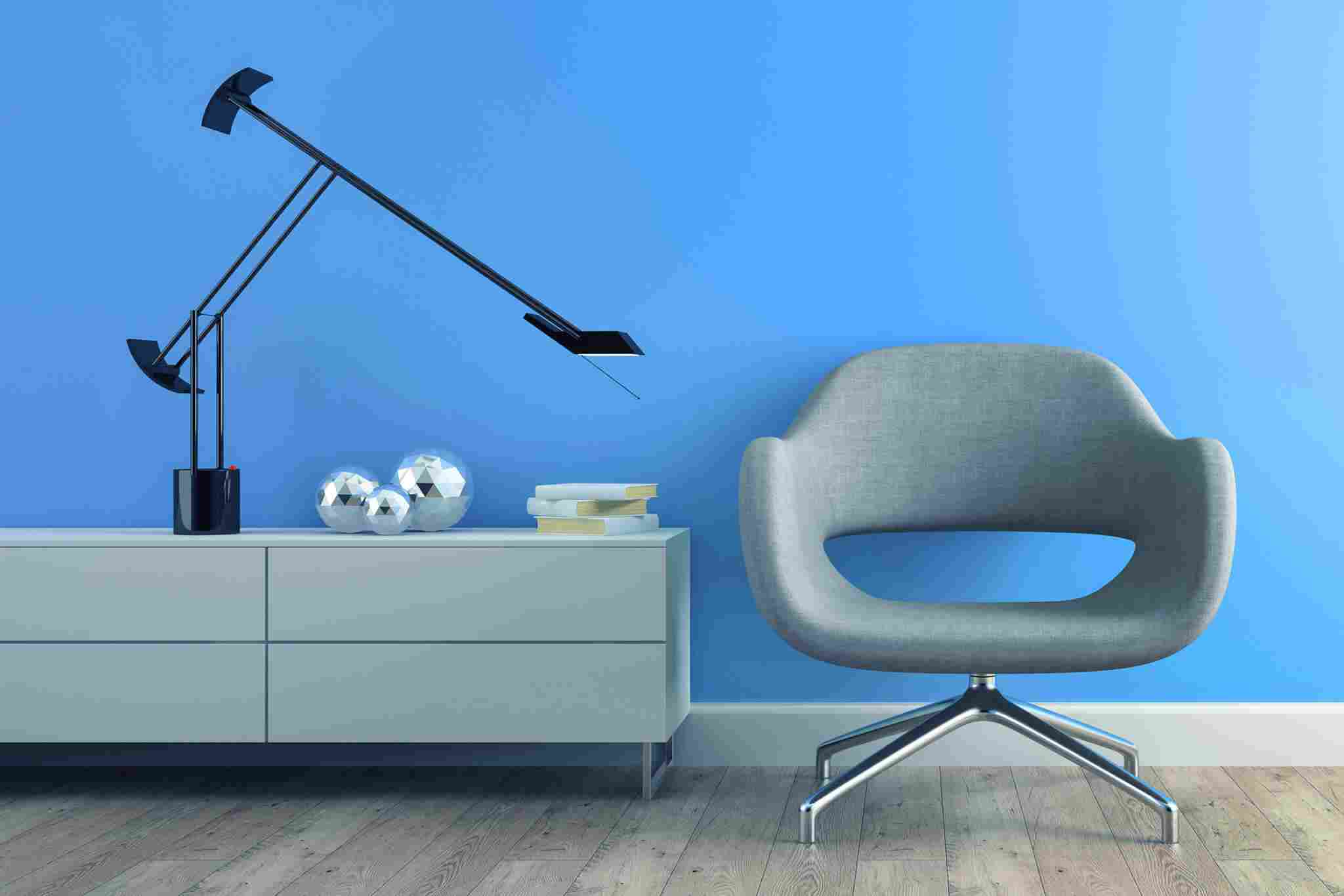 https://www.pikade.com/wp-content/uploads/2017/05/image-chair-blue-wall.jpg